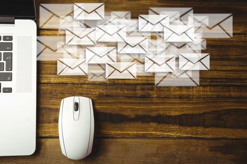 Regalvermietung oder Kreativmarkt per E-Mail mitteilen